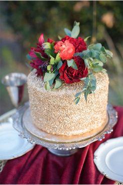 image credit: Photography: Mark Martinez Photography // Cake: Sweet Art Bake Shop // Via: Style Unveiled