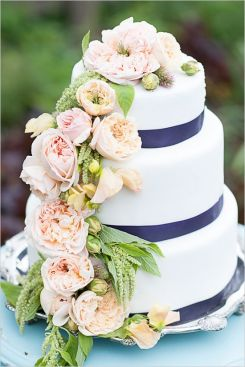 image credit: Photographer: Gina Petersen Photography // Teeny Cake // via weddingchicks.com