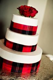 MastinStudio Plaid Cake