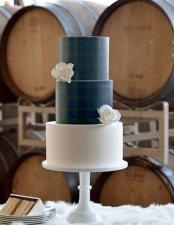 tartan-wedding-cake-Bridescom